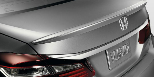 decklid spoiler on the back of honda accord