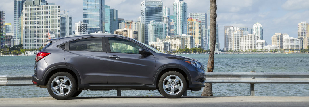 What colors does the 2017 Honda HR-V come in?