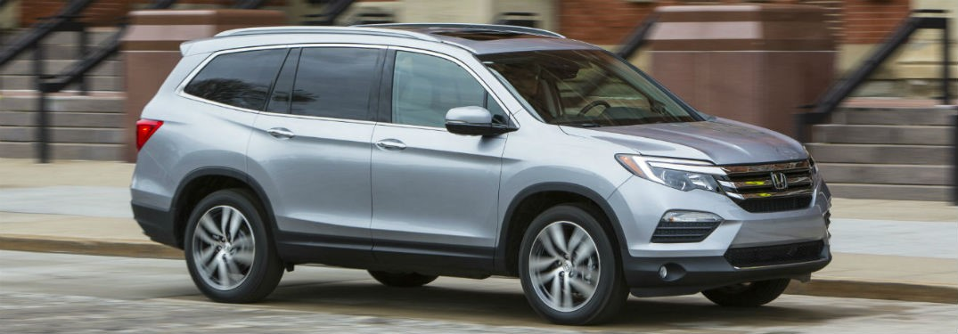 side-profile-of-silver-Honda-Pilot