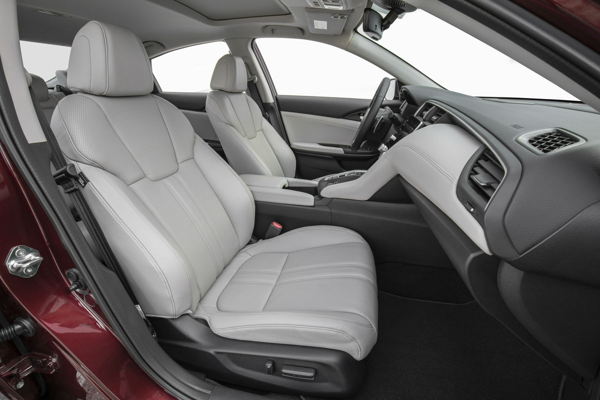 Side view of the front seats in the 2019 Honda Insight