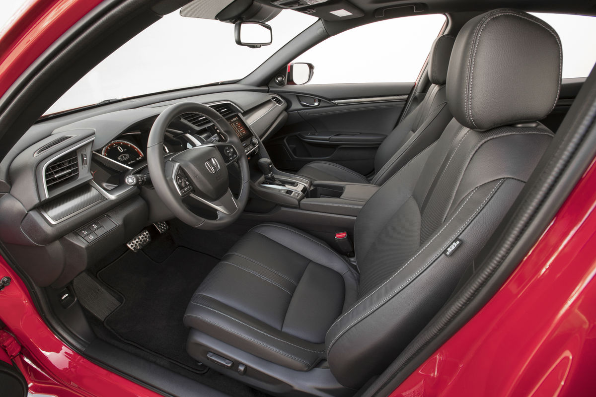 Side view of the front seats in the 2019 Honda Civic Hatchback