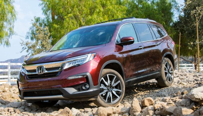 2019 Honda PIlot parked off the side of the road