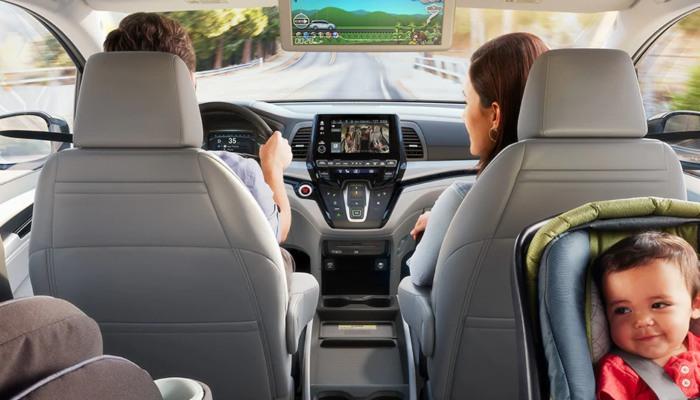 A family inside a 2020 Honda Odyssey
