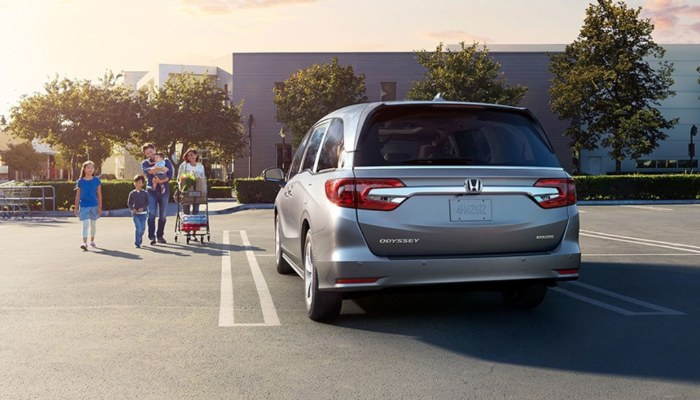 2020 Honda Odyssey parked in a parking lot