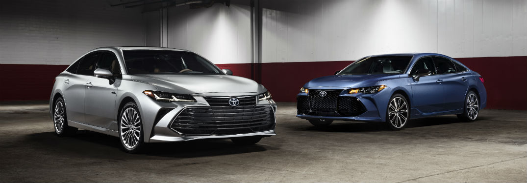 ... 2019 Toyota Avalon Metallic Silver And Metallic Blue White And Red  Walls Background