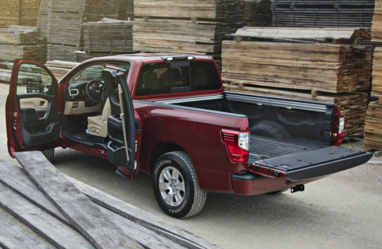 2017 Nissan Titan bed length and trunk styling