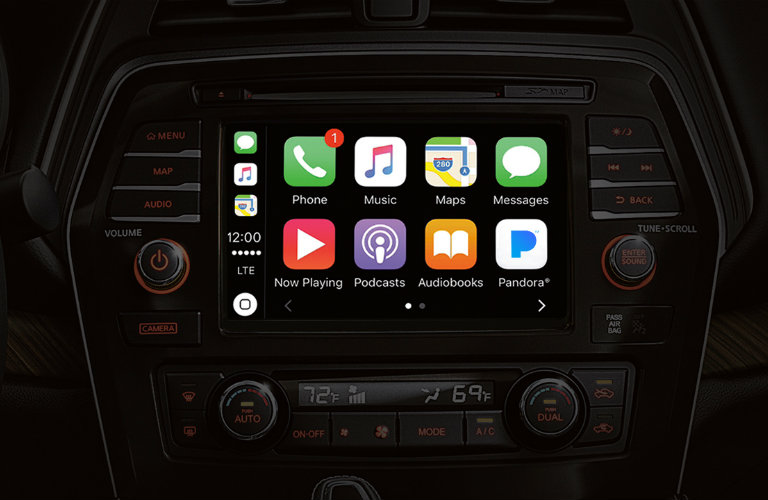 2018-Nssan-Maxima-Apple-CarPlay-Technology