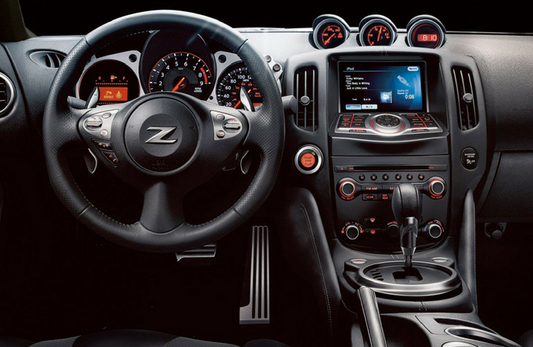 2019 Nissan 370Z steering wheel and dash