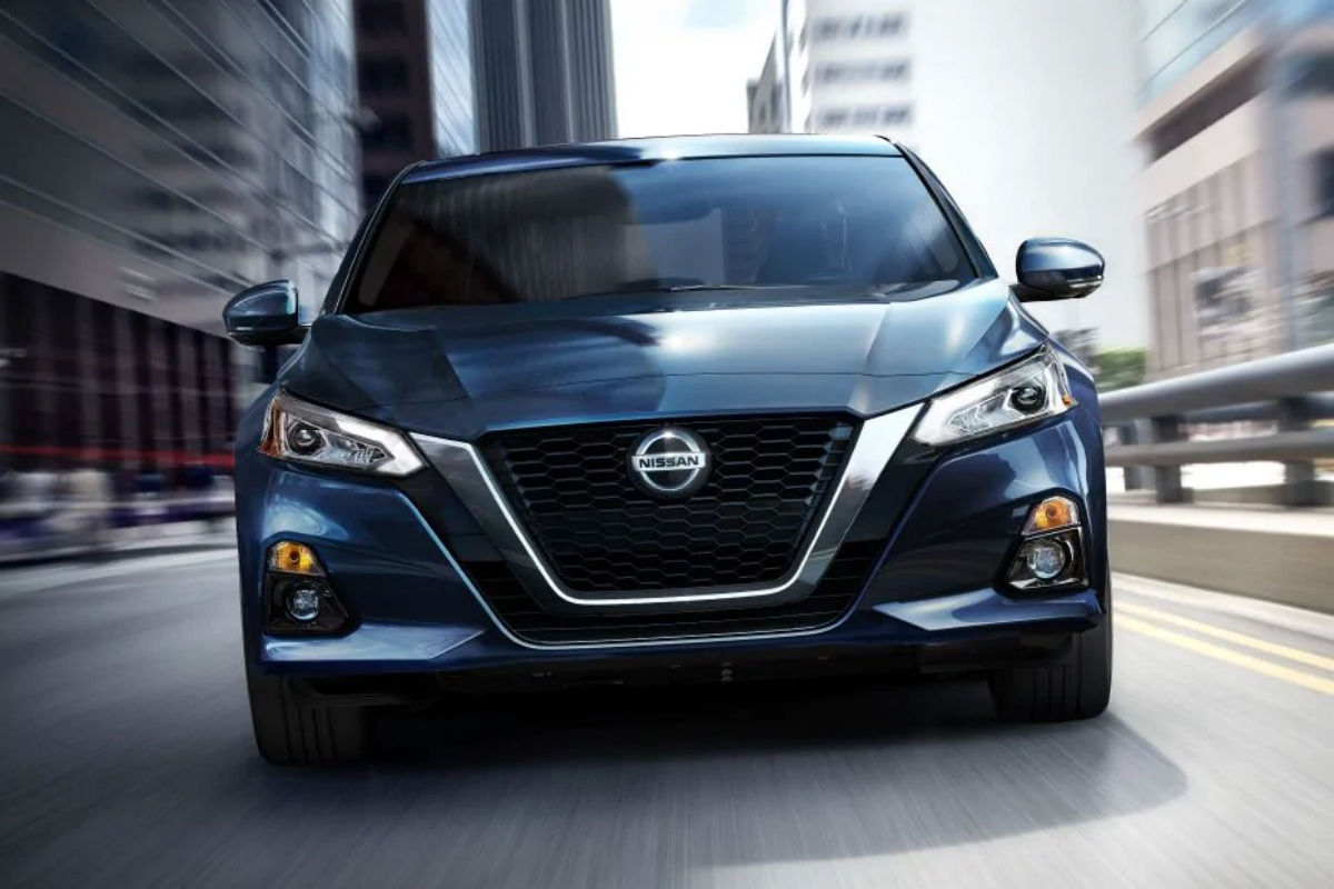 Front exterior view of a blue 2019 Nissan Altima