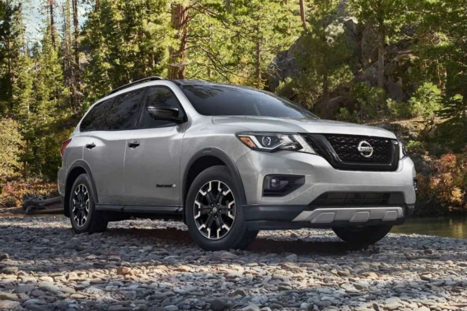 Passenger side exterior view of a gray 2019 Nissan Pathfinder
