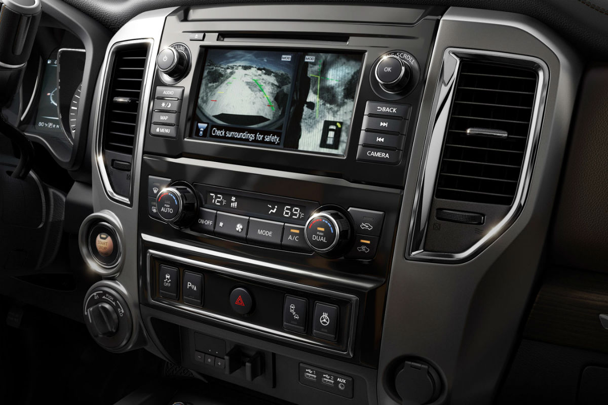Touchscreen display and temperature controls for the 2019 Nissan TITAN