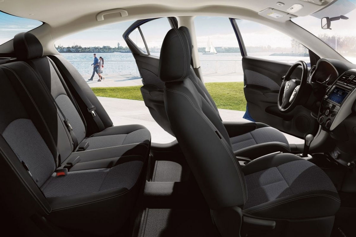 Side view of the two rows of seating in the 2019 Nissan Versa