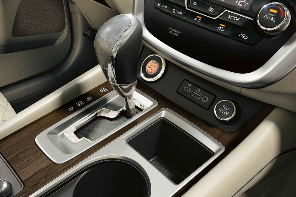 Gear selector and push-button start of the 2019 Nissan Murano