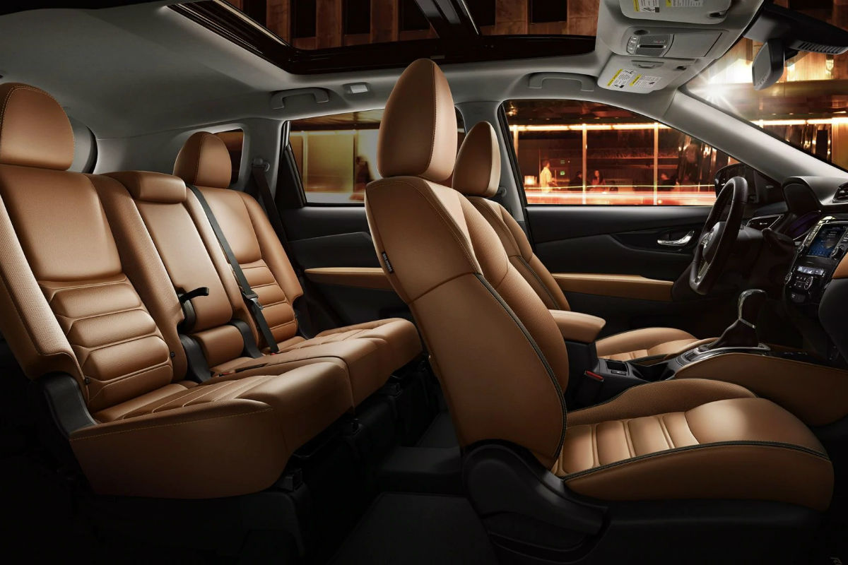Side view of the two rows of seating in the 2019 Nissan Rogue