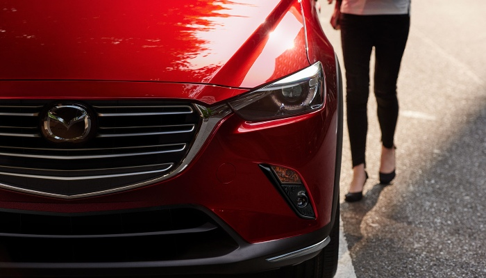 2019 Mazda CX-3 headlight close-up