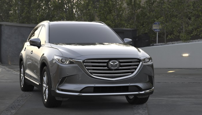 2020 Mazda CX-9 Signature parked in a parking lot