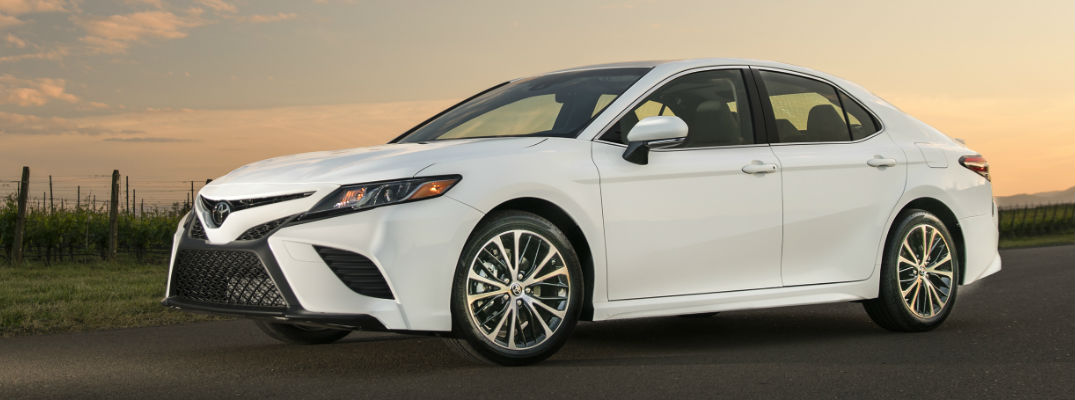 official 2018 toyota camry power and fuel economy specs