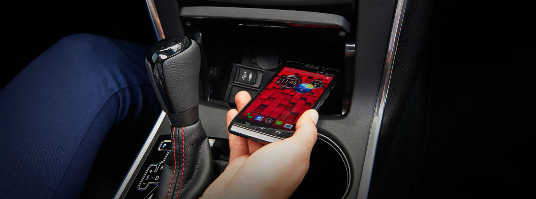How do I use the wireless charging system in my 2015 Toyota