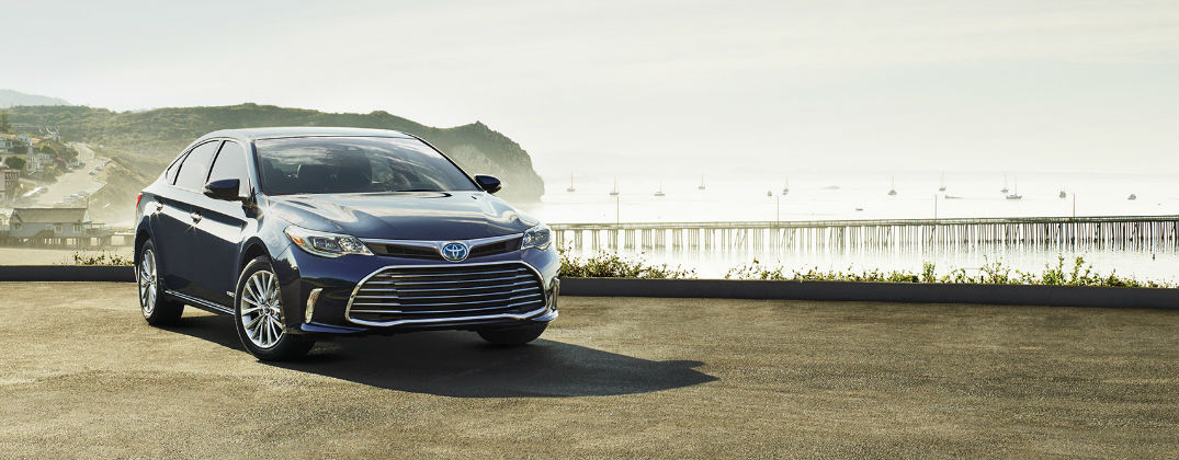 2017 Toyota Avalon Hybrid Performance and Safety Technology