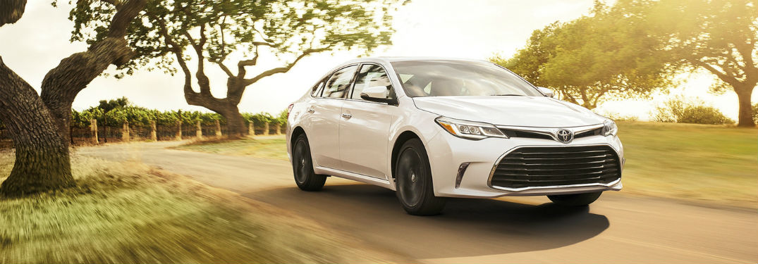 2018 Toyota Avalon Hybrid Performance Efficiency