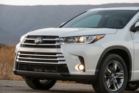 front end of white 2019 toyota highlander hybrid