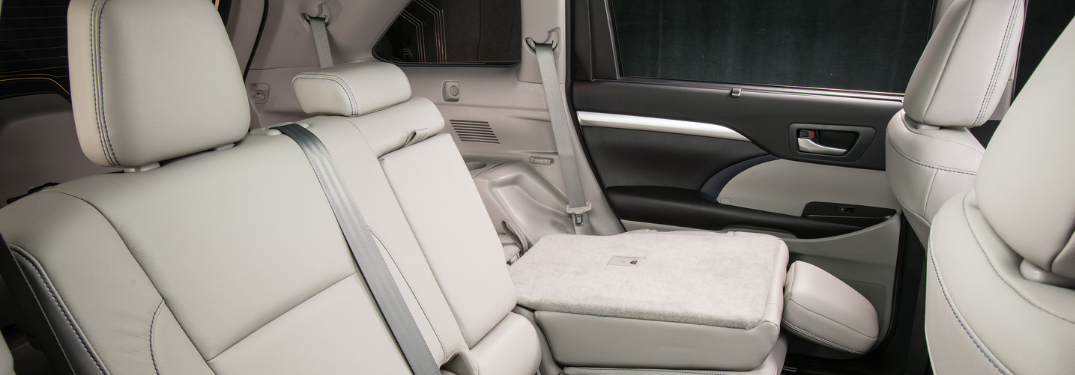 rear seating of 2019 toyota highlander with 60/40 split-fold second row