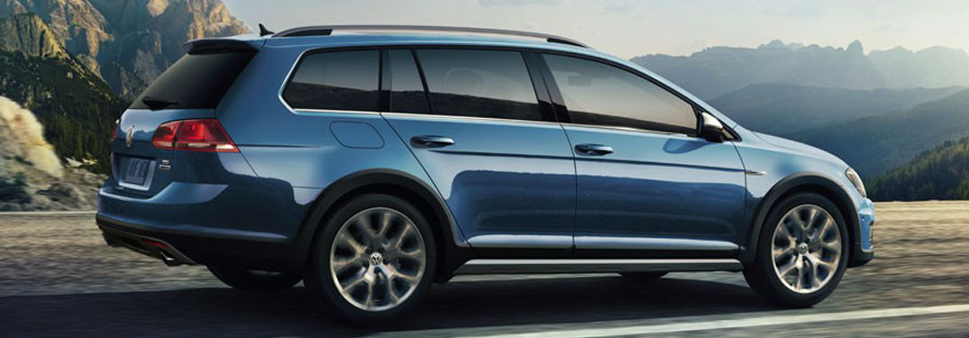 2018 Volkswagen Golf Alltrack in blue