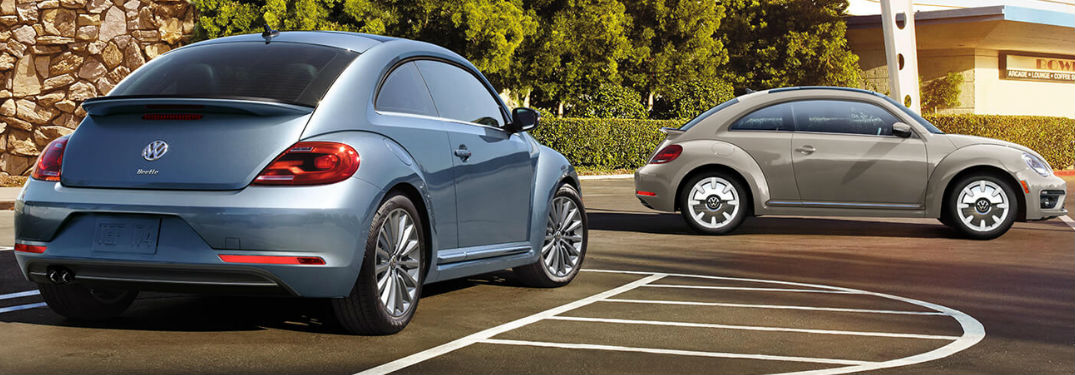 2019 Volkswagen Beetle models in green and blue