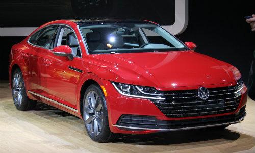 2019 VW Arteon Exterior and Interior Design Photo Gallery at Chicago Auto Show