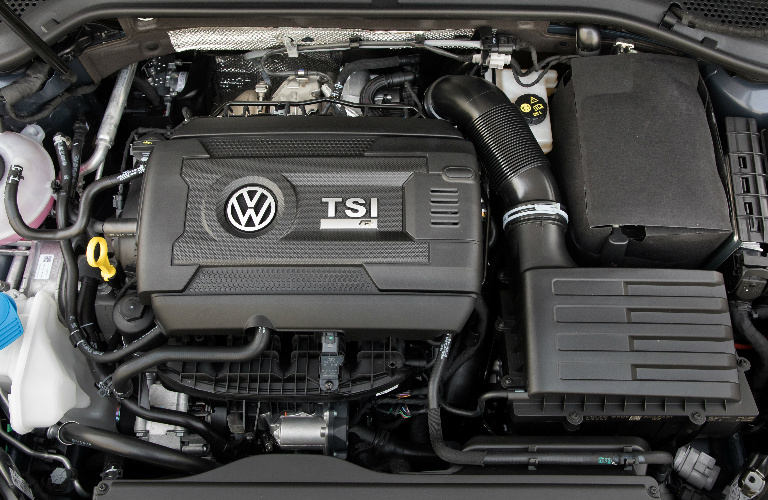 Turbocharged TSI 2.0-liter 4-cylinder TSI engine in 2019 Volkswagen Golf R