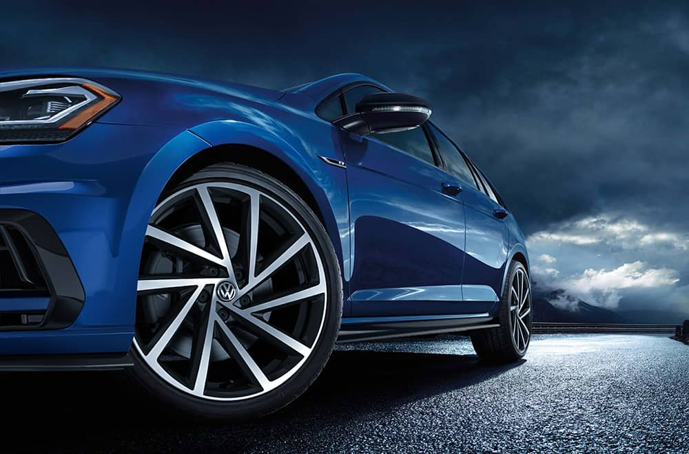 2019-VW-Golf-R-Tire