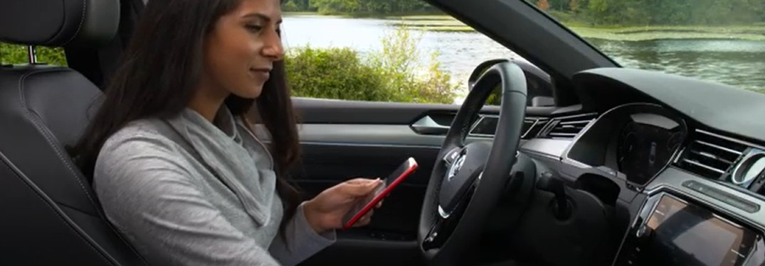 A women using her smartphone to enroll in Volkswagen Car-Net