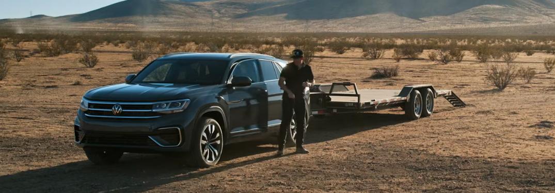 Tanner Foust polishing a 2020 Volkswagen Atlas Cross Sport in the desert
