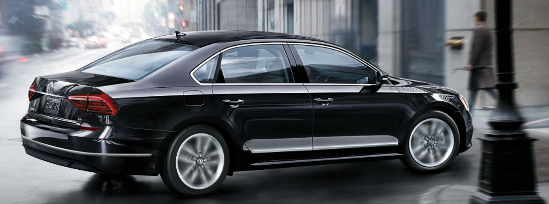 What are the engine options for the 2017 Volkswagen Passat lineup?