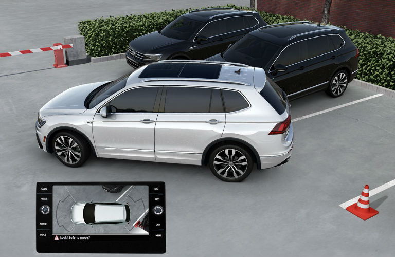 2020 Volkswagen Tiguan backing up into a parking spot