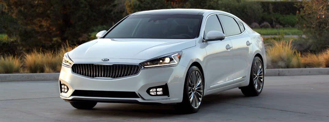 Which Actress is in the new 2017 Kia Cadenza Commercial?