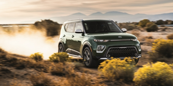 2020 Kia Soul Front Diagonal View of Dark Green Exterior