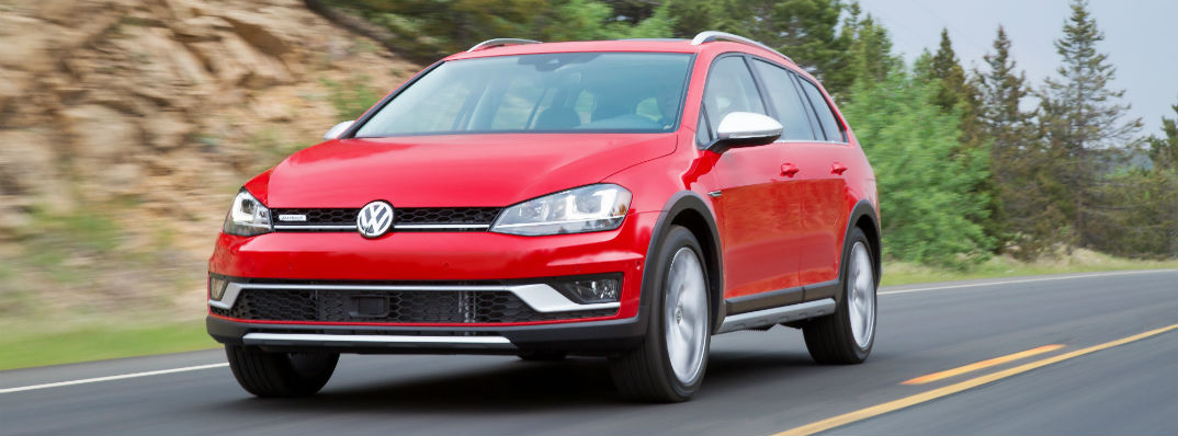 What are the 2017 Volkswagen Golf Alltrack color options?