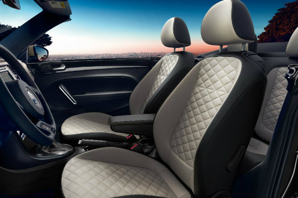 Two-tone seating in 2019 VW Beetle Convertible Final Edition