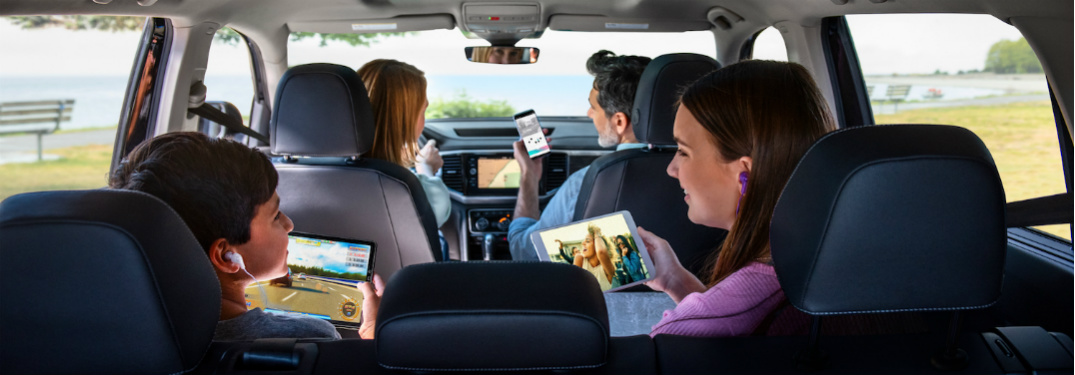 Family in VW vehicle using wifi hotspot.