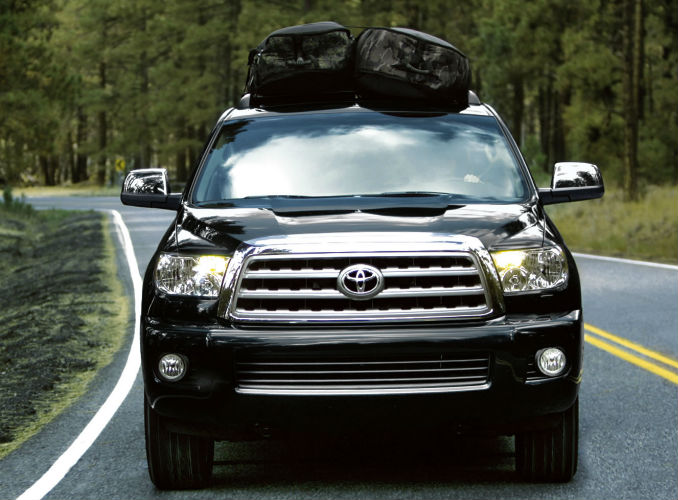 Front End Grille View of the 2017 Toyota Sequoia
