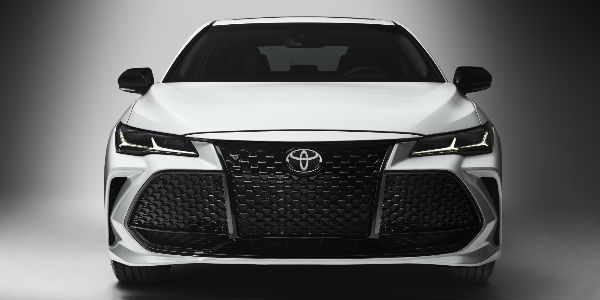 2019 Toyota Avalon Front End View in White