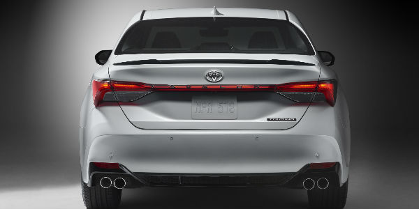 2019 Toyota Avalon Rear End View in White