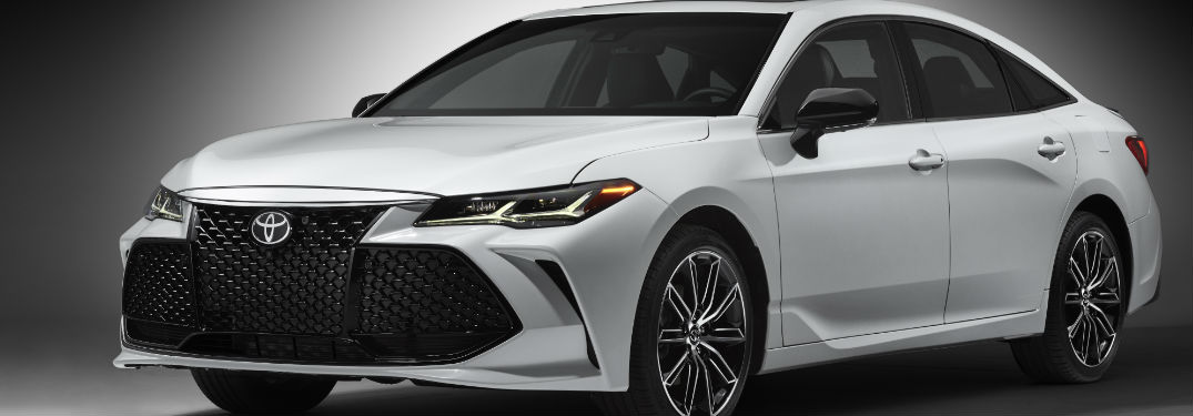 2019 Toyota Avalon Exterior view in White