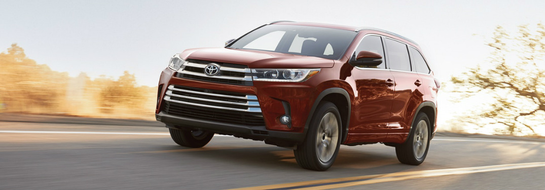 2018 Toyota Highlander exterior and front headlights