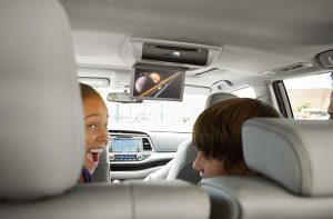 Kids watching the rear-seat entertainment system on the 2018 Toyota Highlander