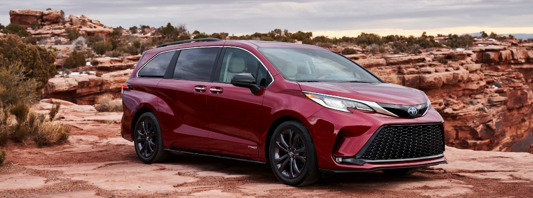 A right front quarter photo of the 2021 Toyota Sienna.