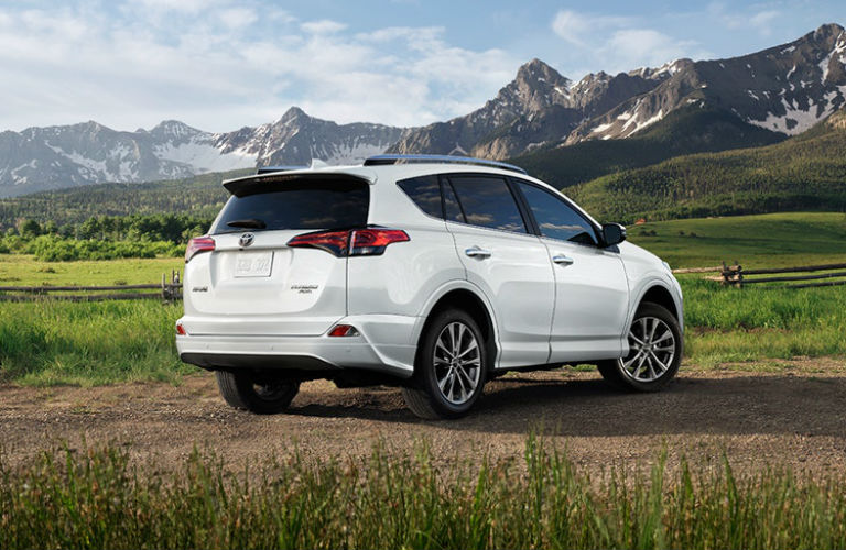 2018 toyota rav4 hauling capacity and cargo volume specifications. Black Bedroom Furniture Sets. Home Design Ideas