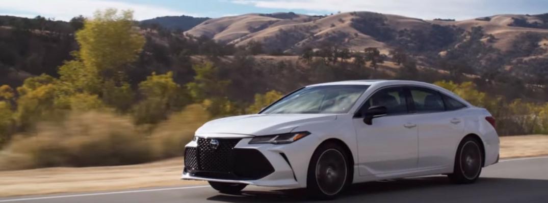 2019 Toyota Avalon Front View of White Exterior