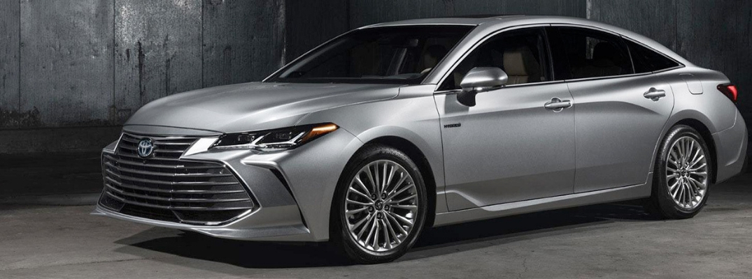 2019 Toyota Avalon Front View of Silver Exterior